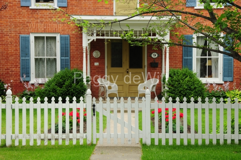 House Picket Fence Picton #2560